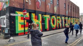 #365ArtDrop18 - 365/6, a leaf left hanging in East London